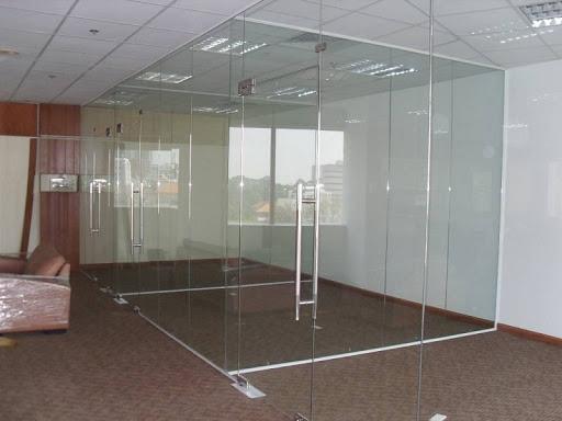 Cửa vách văn phòng